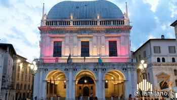 Brescia, Loggia di rosso per la giornata contro la poliomielite - La Milano