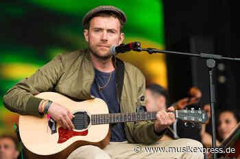 """Damon Albarn: """"Artists sollten trotz Pandemie Konzerte spielen dürfen"""" - Musikexpress"""