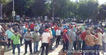 Protestan exobreros del Ingenio de Navolato en defensa del estadio el 'Monstruo' - Linea Directa