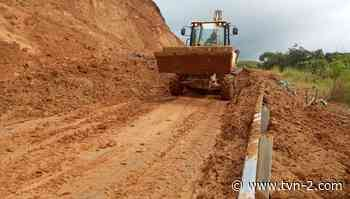 Abren paso en carretera en Cañazas tras deslizamientos y días incomunicados - TVN Noticias