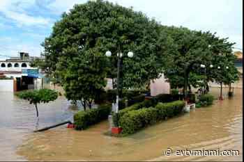 +VIDEO | Lluvias inundaron Higuerote: El pueblo está bajo las aguas - evtvmiami.com