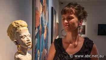 Lismore student Antoinette O'Brien wins $10,000 national portrait prize - ABC News