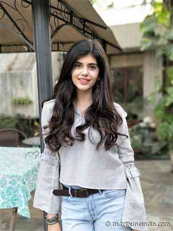 Author John Green praises Sanjana Sanghi for her performance - The Tribune