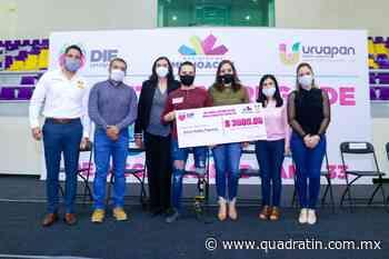Entregan becas a personas con discapacidad en Uruapan - Quadratín - Quadratín Michoacán