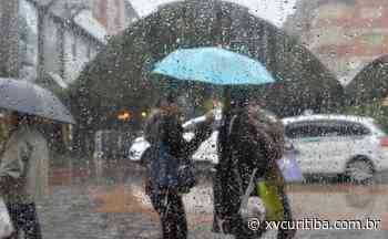 Para a alegria dos curitibanos chove na capital, mas intensidade causa alerta para tempestades | XV Curitiba - XV Curitiba