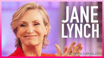 Kelly Gifts Jane Lynch 'Team Kelly' Jacket From 'The Voice' - Yahoo Entertainment