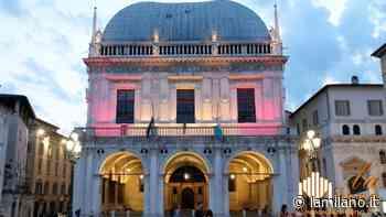 Brescia, piazza Loggia in viola per la giornata mondiale della prematurità - La Milano