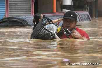 Major floods in Manila as typhoon batters Philippines