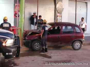 Choca contra poste en San José del Valle - Noticias en Puerto Vallarta - Tribuna de la Bahía