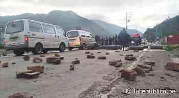 Cusco: Con bloqueo de vías, pobladores de Sicuani exigen la salida de alcalde y regidores   lrsd - LaRepública.pe