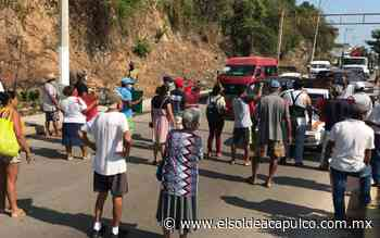 Vecinos de la colonia Miramar bloquean carretera Cayaco-Puerto Marqués - El Sol de Acapulco
