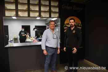 Vader en zoon veroverden al Aalst met hun Deluxe Burger, nu proberen ze het ook in Dendermonde <BR />