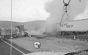 Muere transportista en choque en carretera Matehuala - El Sol de San Luis