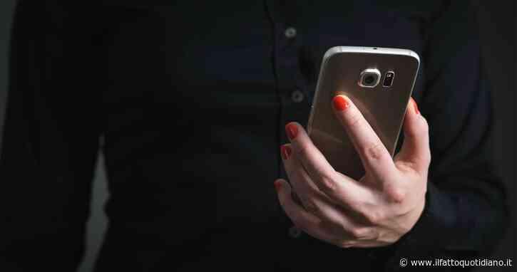 Il fidanzato diffonde video privato tra gli amici del calcetto: maestra d'asilo licenziata. La preside è tra le imputate per diffamazione