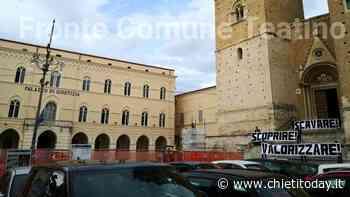 Scavi in piazza San Giustino: cittadini manifestano davanti al cantiere - ChietiToday