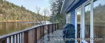Petite maison lumineuse située sur la rive de la rivière Gatineau