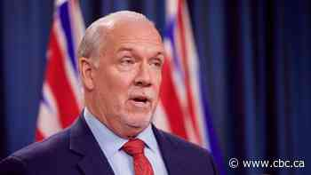 B.C. premier calls for restriction on non-essential travel between provinces