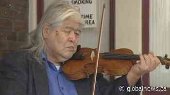 B.C. paramedics surprise 85-year-old violinist with new bow