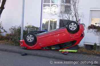 Unfall in Neckartailfingen: Auto überschlägt sich und landet auf dem Dach - esslinger-zeitung.de
