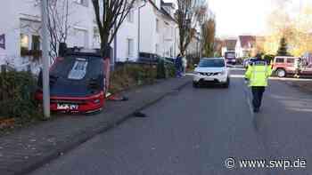 Unfall Neckartailfingen Bahnhofstraße/Uhlandstraße: Crash nach Vorfahrtsverletzung - VW liegt auf dem Dach - SWP