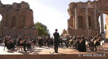 Dal Teatro antico concerto dell'Orchestra a plettro Città di Taormina - Ansa