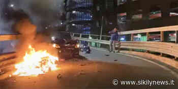 Taormina, scontro frontale tra un'auto e uno scooter che prende fuoco: ferito un giovane - Sikily News