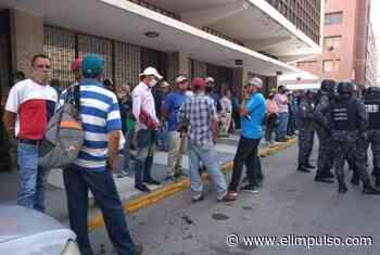 Productores de Quíbor protestaron frente a la Gobernación por crisis de servicios y falta de gasolina #16Nov - El Impulso