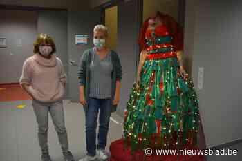 """Modecursisten maken kerstvrouw: """"Met kleed gemaakt van 200 mondmaskers"""""""