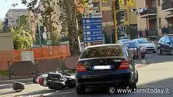 """Incidente all'incrocio fra via di Vittorio e via Pastrengo. Un'automobile """"atterra"""" uno scooter - TerniToday"""