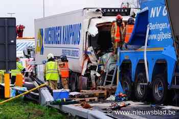 Alweer ravage voor 'brokkelviaduct' van Gentbrugge: vier vrachtwagens op elkaar ingereden
