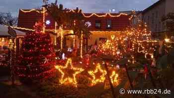 In Elsterwerda verwandelt sich ab August ein Vorgarten zum Weihnachtsparadies - rbb24