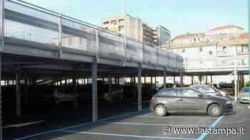 Savona, nuovo raid vandalico: danneggiate dieci auto nel parcheggio di via Piave - La Stampa