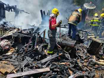 Casa é totalmente destruída por incêndio em Curitibanos - ND - Notícias