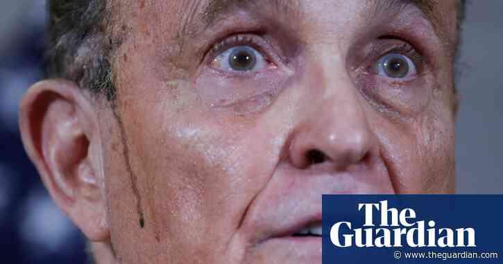Sweaty Rudy Giuliani suffers hair malfunction in latest bizarre press conference
