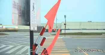New pedestrian pilot project uses flags to caution drivers in Vaudreuil-Dorion - Global News