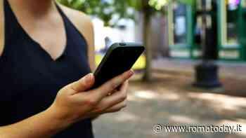 Trastevere, strappa il cellulare dalle mani di una donna e scappa: preso