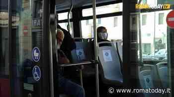 """Bus privati in strada contro gli assembramenti: """"Raggi pensi ai disabili, noleggi mezzi con pedana"""""""