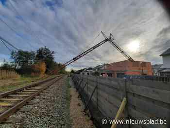 Spoorverkeer onderbroken door omgevallen torenkraan<BR />