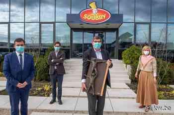 Michel Soubry ontvangt trofee 'Durver en Doener' op Dag van de Ondenemer