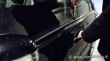 Furti d'auto a San Giovanni: ladro trovato a collegare i fili d'accensione di una Micra