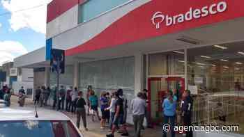 Bancários fazem protesto contra demissões do Bradesco em Canoas - Agência GBC