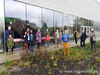 Studenten KADE Beeldende Kunsten tonen werken achter glas in Leietheater