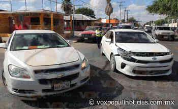 Se pasa luz roja y provoca accidente vial en Nuevo Laredo - Vox Populi