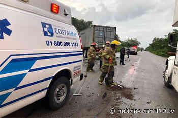 Sujeto muere prensado dentro su carro tras accidente en Tulum - Canal 10
