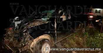 Destrozó la camioneta al chocar, en Sayula de Alemán - Vanguardia de Veracruz