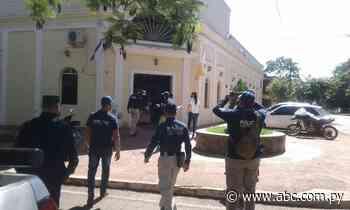 Allanan Municipalidad de Acahay, detienen al tesorero, a una concejala de Mbuyapey ya su pareja - Nacionales - ABC Color