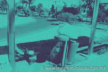 Invaden con bolsas de basura paradas de camión en Morelia - La Voz de Michoacán
