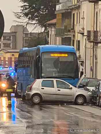 Isernia, incidente su corso Garibaldi: disagi al traffico - isnews