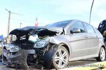 Auto's botsten aan Kruis Lieve Heer