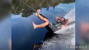 Autsch! Hier haut es den Barfuß-Wasserski-Champion fast auf die Nase - Stol.it